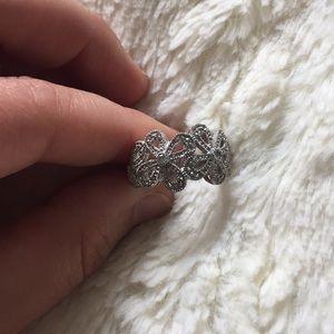 Lia Sophia silver flower statement ring ✨